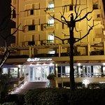 Il lungomare di fronte all'Hotel. Pochi metri alla spiaggia