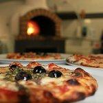 DIE Pizza aus dem Holzofen