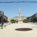El Ayuntamiento de Oporto visto desde el autobús.