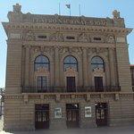 El recorrido pasa delante del Teatro Nacional San Joao.