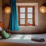 Chambre Fanfan avec vue sur l'oasis et le Haut Atlas.