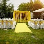 Свадьба на лужайке