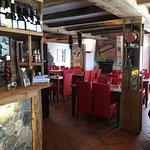 les lieux sont accueillants, autant le bar que dans la salle de dîner et la cheminée vous réchau
