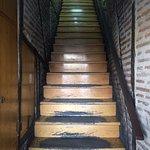 Escaleras de subida al local