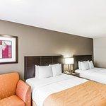 Guestroom - Queen Beds