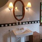 Dunkeld - Allen room, bathroom