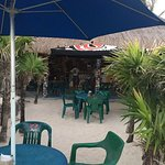 Photo de Coconuts Bar and Grill