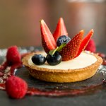 Tartaleta de chocolate blanco con frutos rojos/White chocolate puff pastry with berries