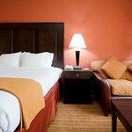 Photo de Holiday Inn Express Winston-Salem Downtown West