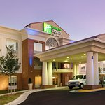 Holiday Inn Express & Suites Alexandria-Fort Belvoir