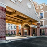 Photo of Comfort Inn & Suites Airport - American Way