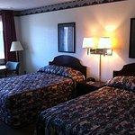 Photo de Red Carpet Inn & Suites