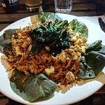 Poêlée de Shitaké-Chou Noir à l'Ail & son Quinoa Tricolore  aux Pommes Noisettes sur Lit de Roug
