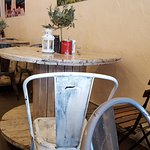 Small tables are suitable for 3-4 persons
