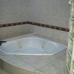 Family-sized jacuzzi
