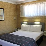 Small Family / Twin Room - Free WiFi, Ensuite, Tea/Coffee facilities, Foxtel