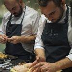 Cocineros muy amables. Nos dejaron hacerles fotos mientras preparaban las comidas.