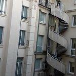 вид из окна во внутренний дворик, Hotel Saint Petersbourg
