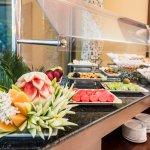 Estación de Frutas y Panadería del Buffet de Desayuno
