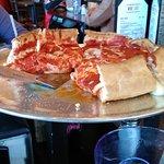 صورة فوتوغرافية لـ Savastano's Pizzeria and Restaurant Chicago Style