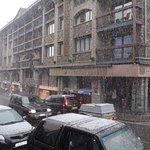 Vista da rua (tirada da porta do hotel), quando nevava