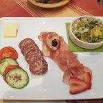 Tatar und Harzer Brotzeit mit Käse in Tunke (*stinkt nicht und schmeckt*)