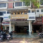 OYO 4387 Hotel Theem Plaaza
