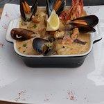 Délicieux Neufchâtel rôti et cassolette de poisson