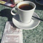 El café en la terraza, en plena plaza central