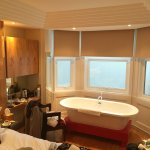 Bijou room city facing bay window bath