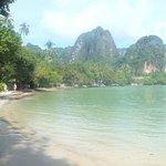 walk from phra nang to railay