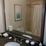 Photo de Embassy Suites by Hilton San Diego - La Jolla