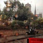 Llueve París...