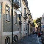 Approach to B&B from Rua Nova do Loureiro