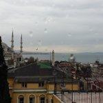 Окна Ресторана выходят на Голубую мечеть и Мраморное море