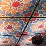 Levee La tête de votre assiette et admirez le magnifique et unique plafond lumineux aux motifs c