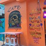 Parte de la fachada café colonial