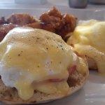eggs benedict, delicious!!