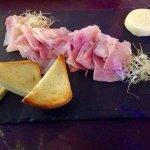 Chiffonnade de jambon à la truffe, beurre BORDIER et pain de mie maison