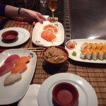 Sushi, California Roll + Sashimi de salmón