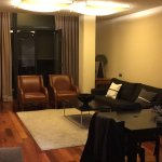 Salon et chambre d une residence de l hotel