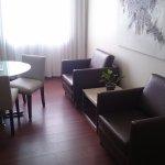 Photo de Hotel Reina Isabel