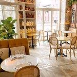 Nuevo en Madrid.... restaurante muy bien decorado con una cuidada iluminación. Platos raros y mu