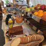 """Desayuno Buffet Patagonico de Hosteria Angelina. Hosteria Angelina""""s Patagonia Buffet Breakfadt."""