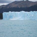 Ola por caida de bloque de hielo del Glaciar al lago