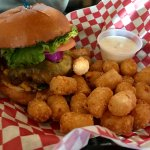 Cheeseburger with tots