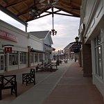 Merrimack Premium Outlets的大街