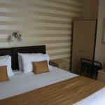 The Robin Hill Hotel Photo