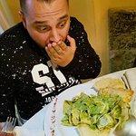 Alan Caligiuri di Radio 105 innamorato dei mandilli al pesto