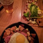 Bière IPA 7,50$ + salade César croustillante 13$ + poutine super cochon 22$